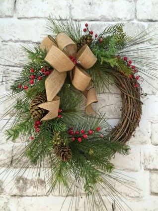 Simple But Beautiful Front Door Christmas Decoration Ideas 42