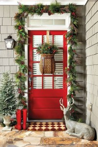 Simple But Beautiful Front Door Christmas Decoration Ideas 55