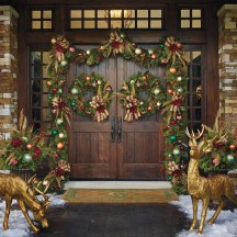 Simple But Beautiful Front Door Christmas Decoration Ideas 61