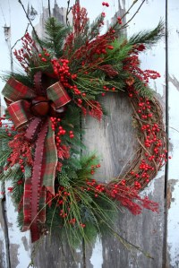 Simple But Beautiful Front Door Christmas Decoration Ideas 65