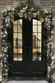 Simple But Beautiful Front Door Christmas Decoration Ideas 66