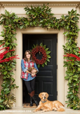 Simple But Beautiful Front Door Christmas Decoration Ideas 73