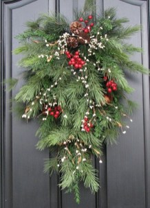 Simple But Beautiful Front Door Christmas Decoration Ideas 77