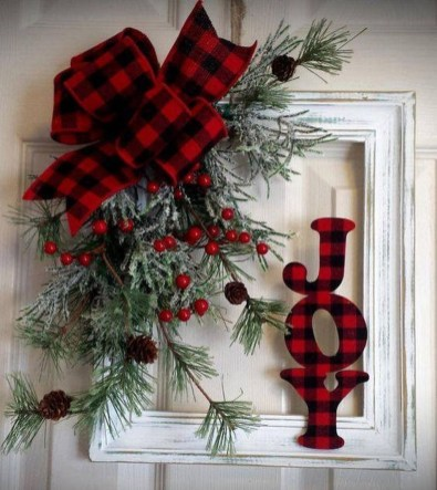 Simple But Beautiful Front Door Christmas Decoration Ideas 85