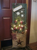 Simple But Beautiful Front Door Christmas Decoration Ideas 89