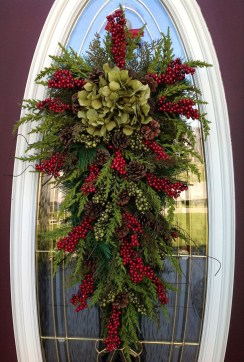 Simple But Beautiful Front Door Christmas Decoration Ideas 90