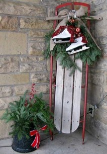 Simple But Beautiful Front Door Christmas Decoration Ideas 91