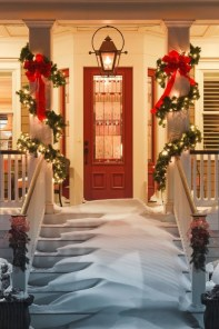 Simple But Beautiful Front Door Christmas Decoration Ideas 92