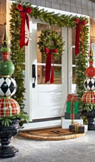 Totally Inspiring Christmas Porch Decoration Ideas 03