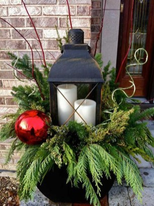 Totally Inspiring Christmas Porch Decoration Ideas 07