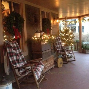 Totally Inspiring Christmas Porch Decoration Ideas 21