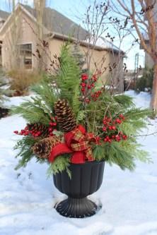 Totally Inspiring Christmas Porch Decoration Ideas 37