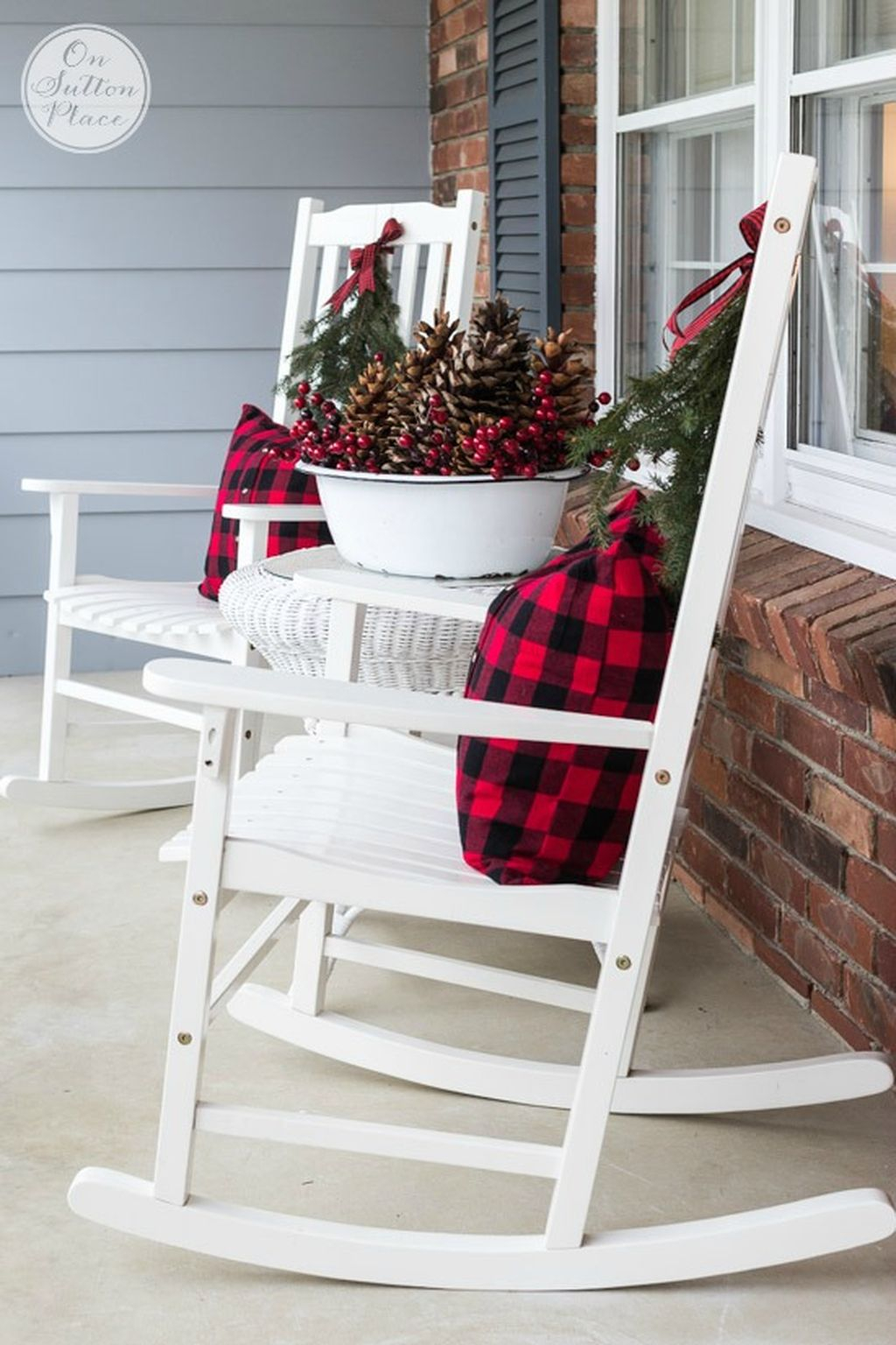 Totally Inspiring Christmas Porch Decoration Ideas 44