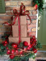 Totally Inspiring Christmas Porch Decoration Ideas 48