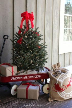 Totally Inspiring Christmas Porch Decoration Ideas 63