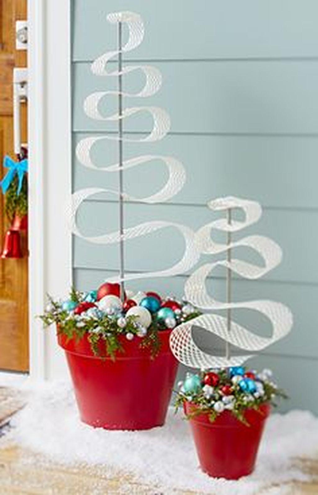 Totally Inspiring Christmas Porch Decoration Ideas 65