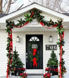Totally Inspiring Christmas Porch Decoration Ideas 66