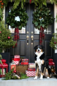Totally Inspiring Christmas Porch Decoration Ideas 83