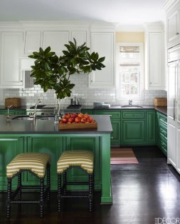 Totally Outstanding Traditional Kitchen Decoration Ideas 118