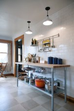 Totally Outstanding Traditional Kitchen Decoration Ideas 136