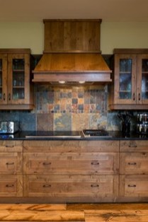 Totally Outstanding Traditional Kitchen Decoration Ideas 144