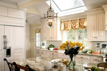 Totally Outstanding Traditional Kitchen Decoration Ideas 76