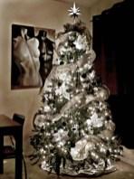 Unique And Unusual Black Christmas Tree Decoration Ideas 09