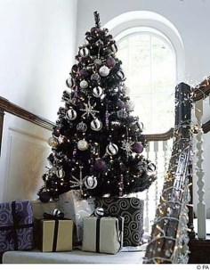 Unique And Unusual Black Christmas Tree Decoration Ideas 13