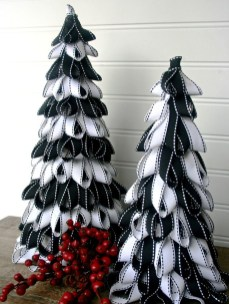 Unique And Unusual Black Christmas Tree Decoration Ideas 14