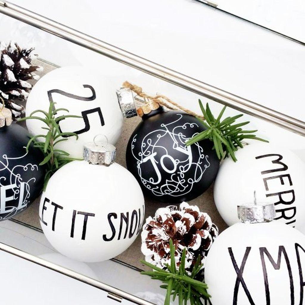 Unique And Unusual Black Christmas Tree Decoration Ideas 22