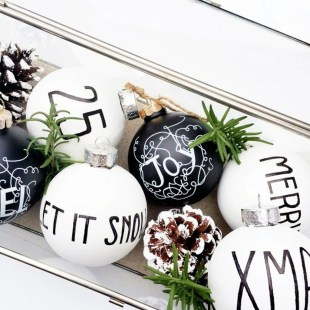 Unique And Unusual Black Christmas Tree Decoration Ideas 22