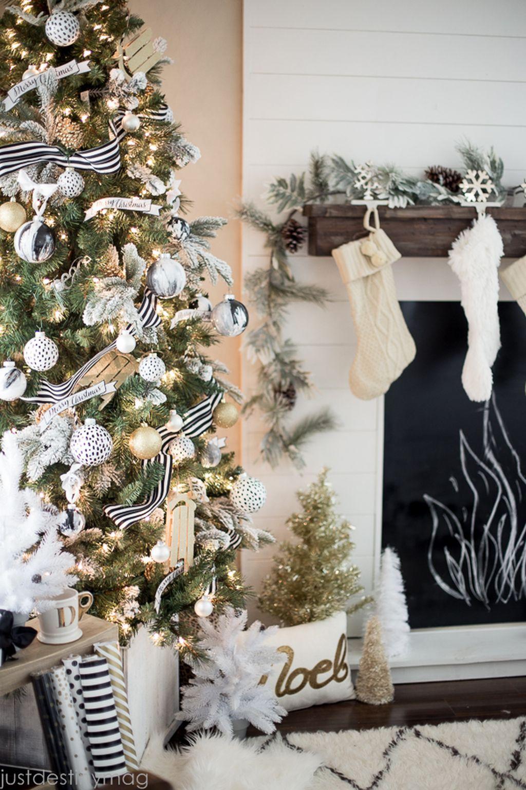 Unique And Unusual Black Christmas Tree Decoration Ideas 25