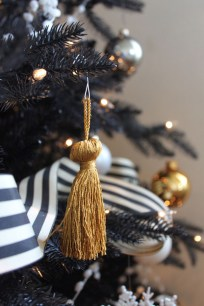 Unique And Unusual Black Christmas Tree Decoration Ideas 29