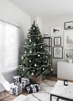 Unique And Unusual Black Christmas Tree Decoration Ideas 32
