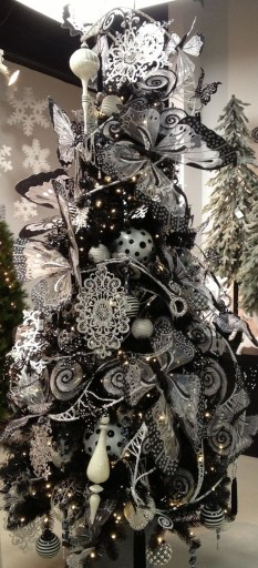 Unique And Unusual Black Christmas Tree Decoration Ideas 33
