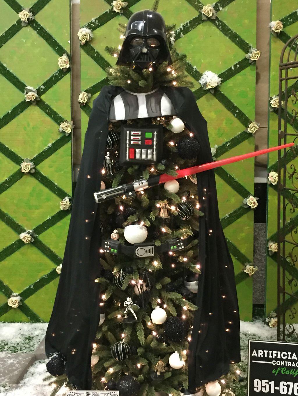 Unique And Unusual Black Christmas Tree Decoration Ideas 35