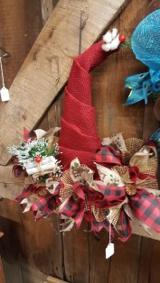 36 Brilliant Ideas How To Use Pinecone For Indoor Christmas Decoration 02
