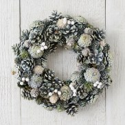 36 Brilliant Ideas How To Use Pinecone For Indoor Christmas Decoration 08