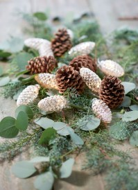 36 Brilliant Ideas How To Use Pinecone For Indoor Christmas Decoration 09