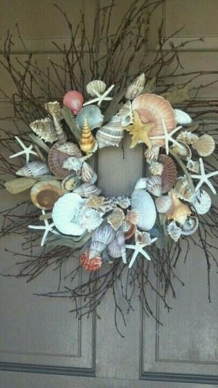 37 Relaxed Beach Themed Christmas Decoration Ideas 07