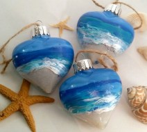 37 Relaxed Beach Themed Christmas Decoration Ideas 09