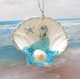 37 Relaxed Beach Themed Christmas Decoration Ideas 13