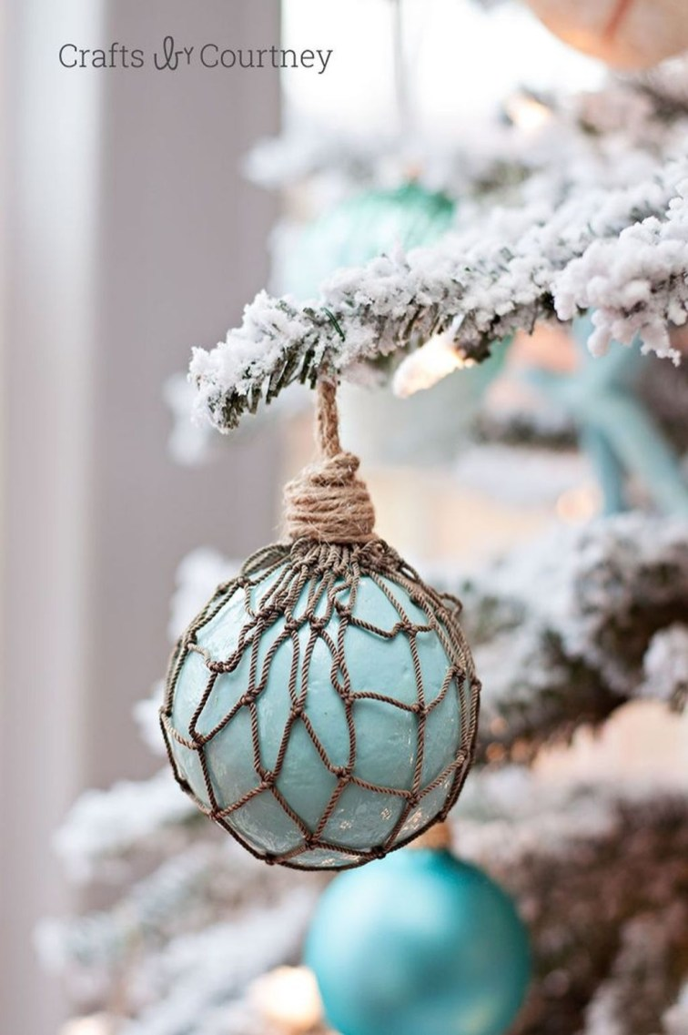 37 Relaxed Beach Themed Christmas Decoration Ideas 15