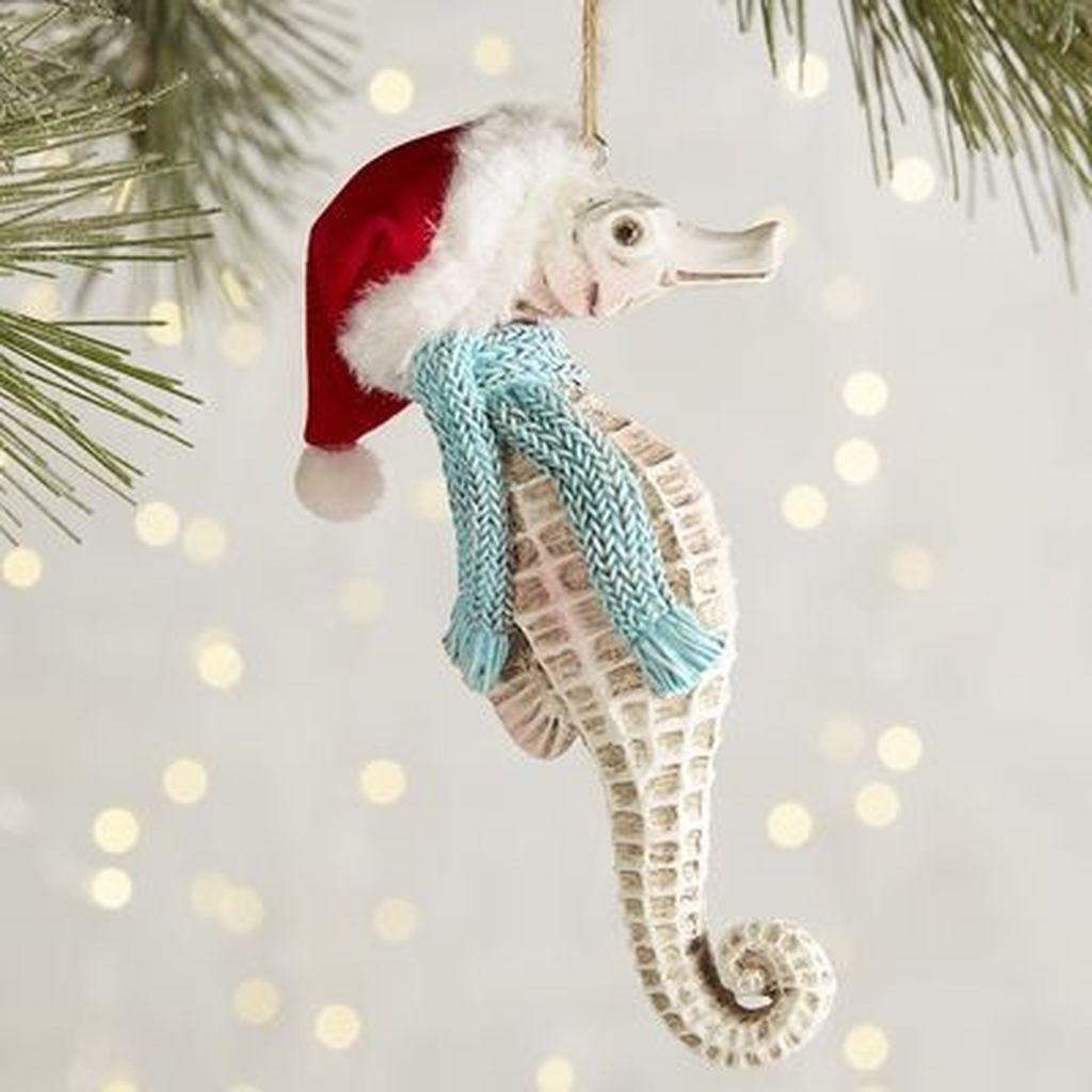 37 Relaxed Beach Themed Christmas Decoration Ideas 16