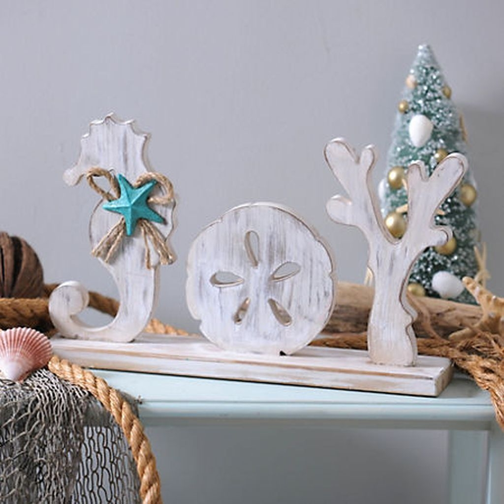 37 Relaxed Beach Themed Christmas Decoration Ideas 17