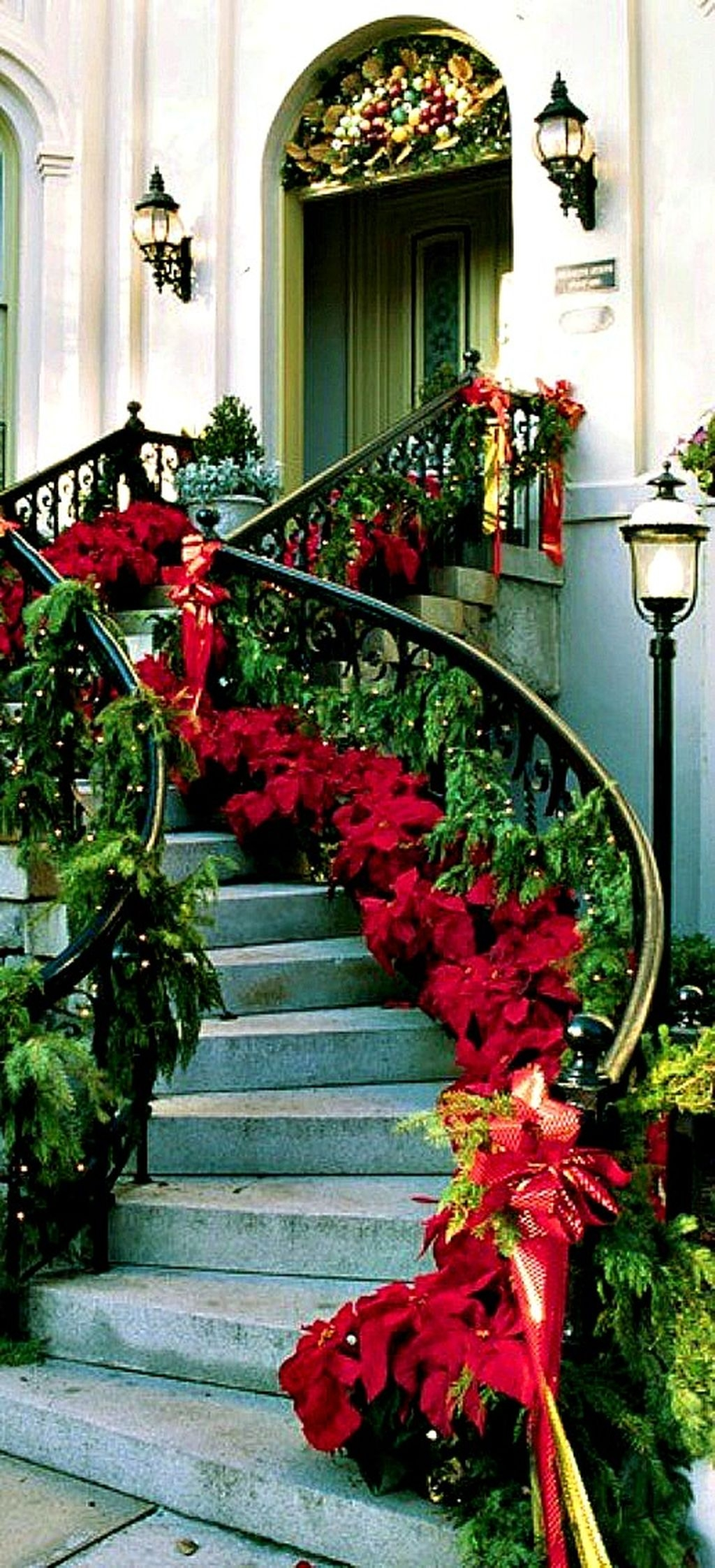 37 Totally Adorable Traditional Christmas Decoration Ideas 08
