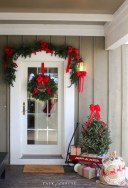 37 Totally Adorable Traditional Christmas Decoration Ideas 11