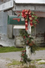 37 Totally Adorable Traditional Christmas Decoration Ideas 30