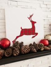 37 Totally Adorable Traditional Christmas Decoration Ideas 36