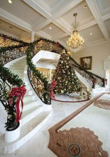 38 Cool And Fun Christmas Stairs Decoration Ideas 31